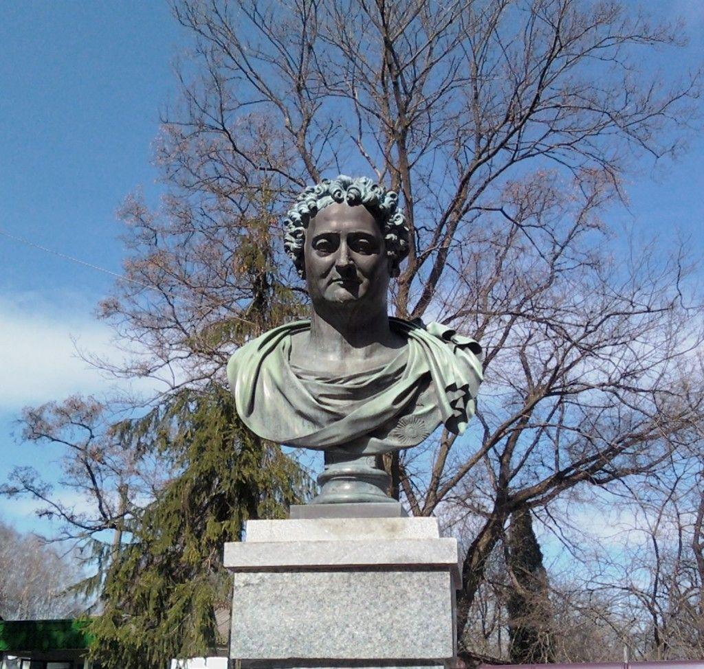 Памятник графу Илье Андреевичу Безбородько