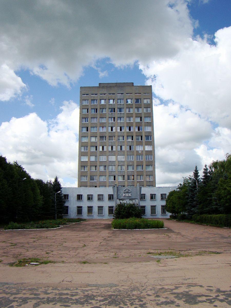 """Административное здание завода """"Прогресс""""."""